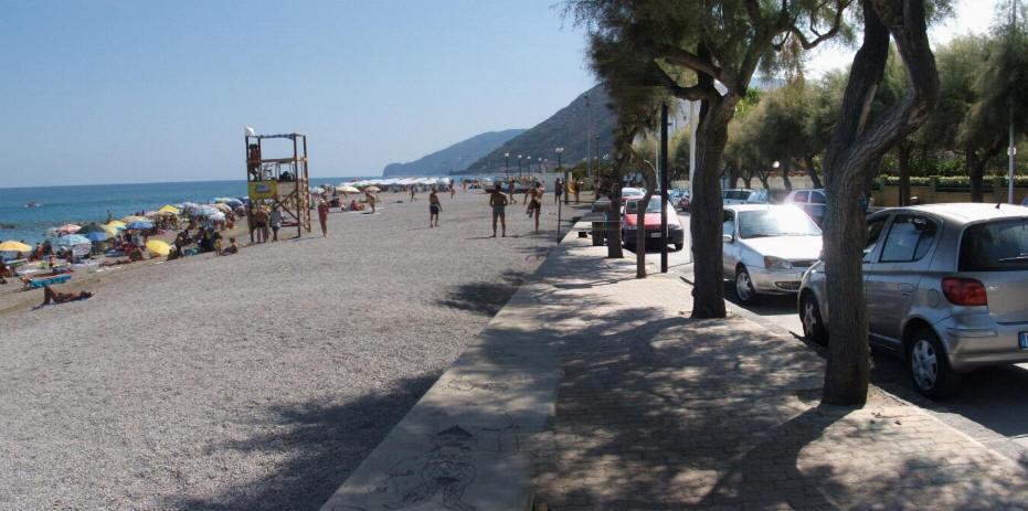 Spiaggia Di Brolo Messina