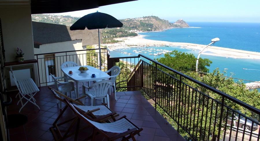 Terrazzo panoramico casa vacanze in sicilia a capo d for Case affitto vacanze