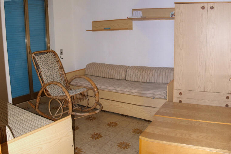 Camere Con Divano Letto : Camera con divani letto casa vacanze cd14 capo dorlando