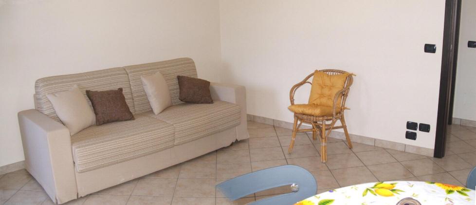 Foto divano letto matrimoniale in cucina casa vacanze cd23 - Divano in cucina ...