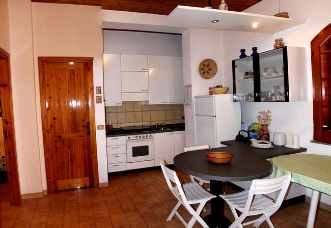 Soggiorno con angolo cottura - abitazione in residence vendita a ...